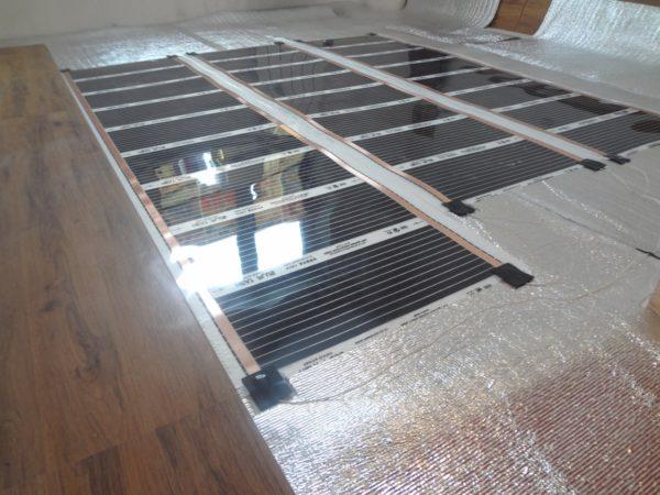 Привлекательный дизайн ламината в квартире очень приятным образом сочетается с возможностью монтажа внутрипольного отопления.
