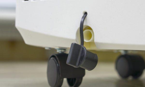 Пробка для слива конденсата из накопительной емкости мобильного кондиционера.