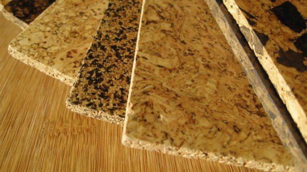 Пробковая подкладка представляет собой измельченную кору дерева, скрепленную натуральным клеевым составом