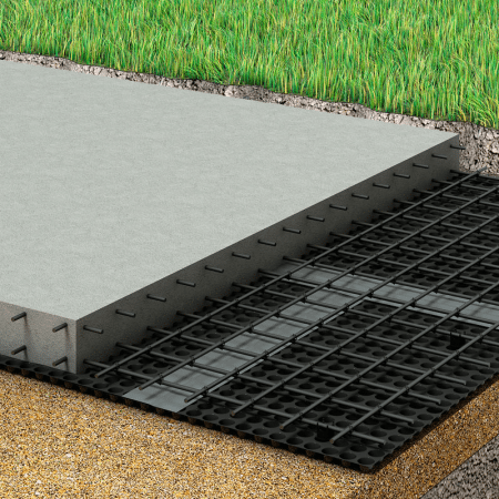 Профилированная мембрана часто применяется для горизонтальной гидроизоляции плитных и ленточных фундаментов