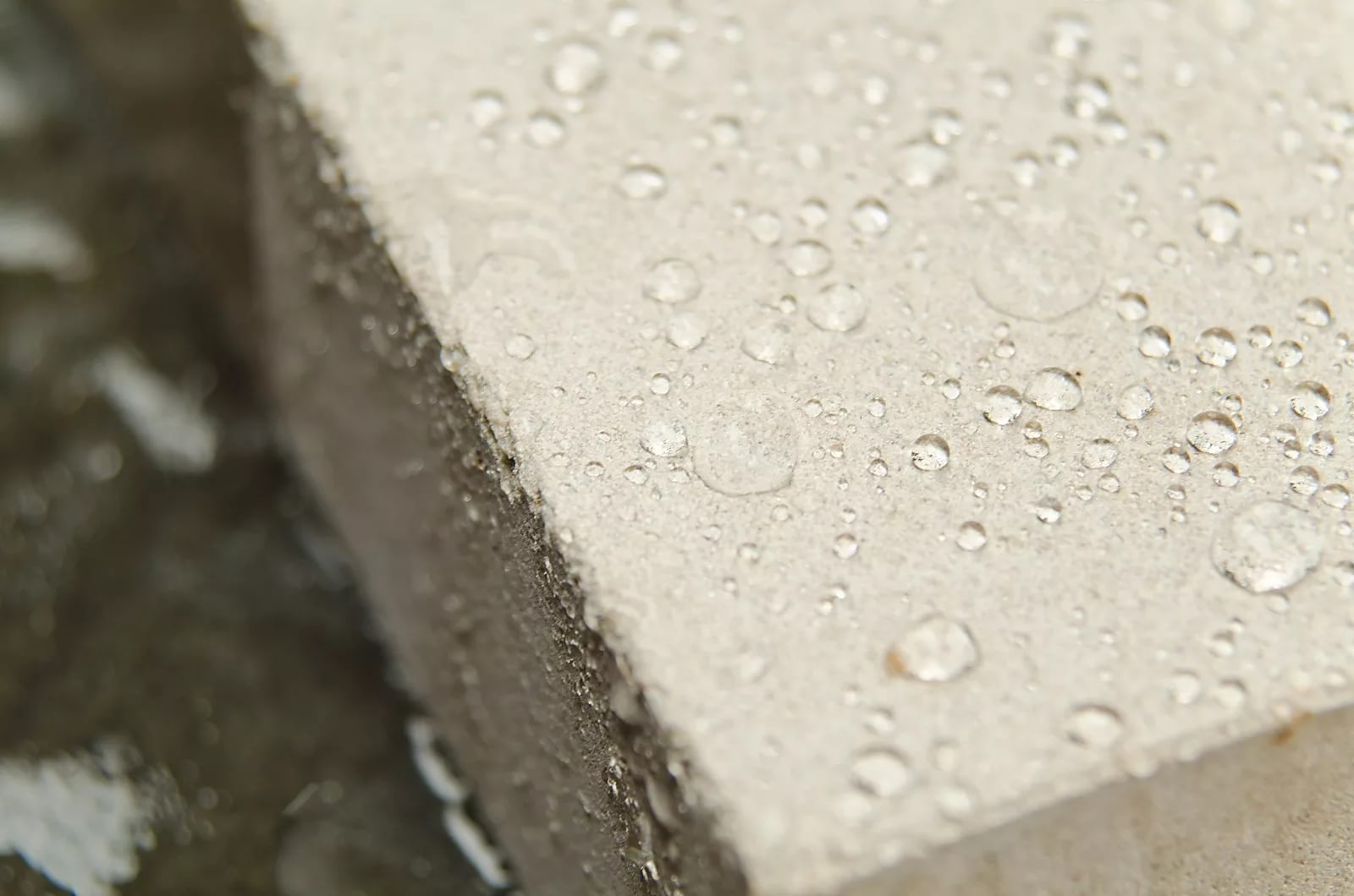 Проникающая гидроизоляция повышает водонепроницаемость бетона
