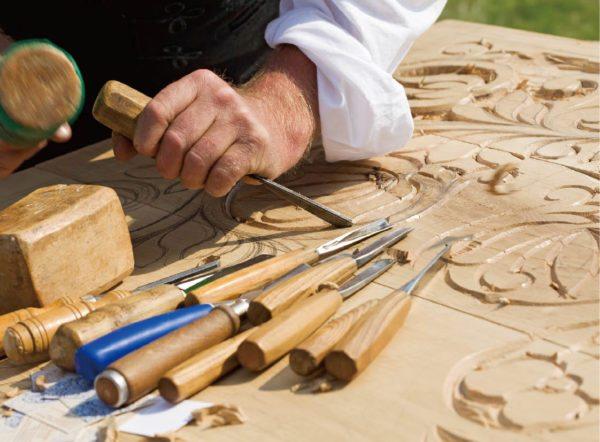 Простыми инструментами на обычной доске можно создавать шедевры