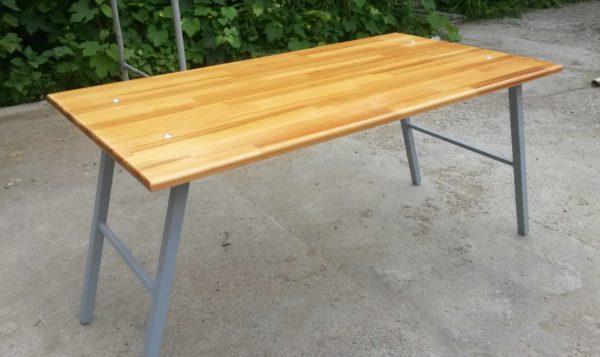 Раскладной столик сделает отдых на природе более комфортным