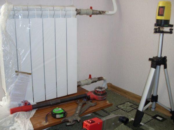 Развести водяное отопление и установить радиаторы можно после окончания ремонта или отделки.