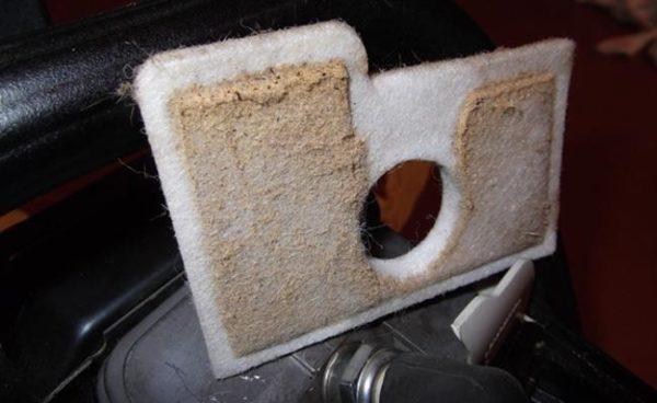 Регулярно чистите воздушный фильтр устройства.