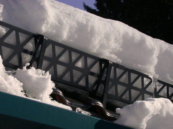 Решетки способны полностью предотвратить сход снега