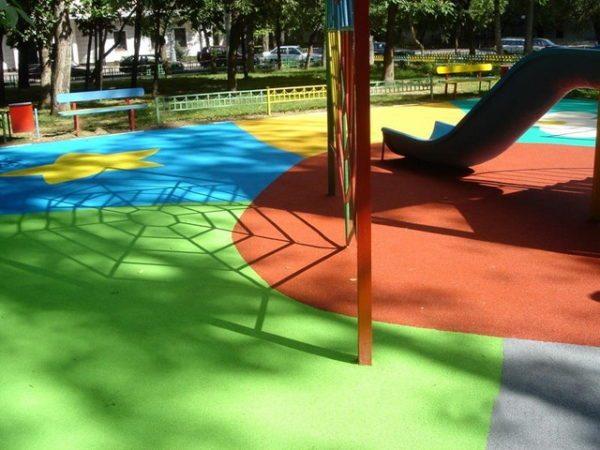 Резиновая краска сделает более безопасной детскую площадку