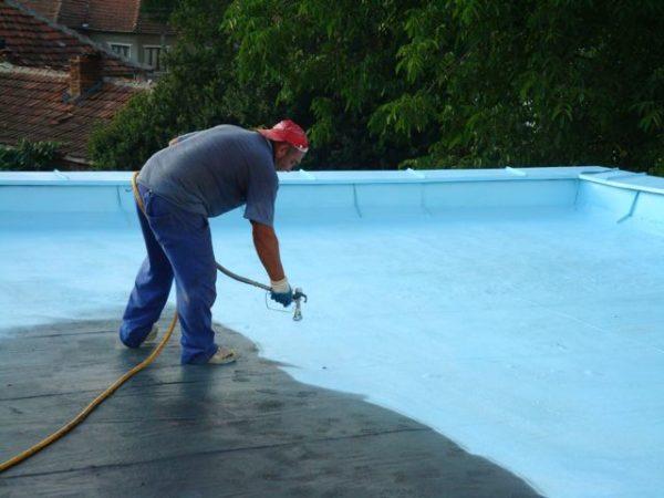 Резиновую краску можно использовать как кровельное покрытие для плоской крыши