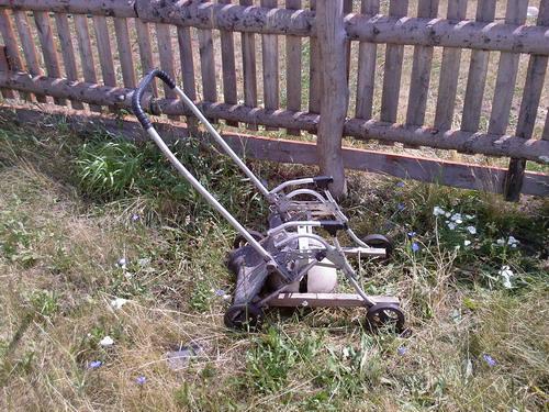 Ручка толщиной 23 мм от коляски может продолжить свою службу уже на газонокосилке