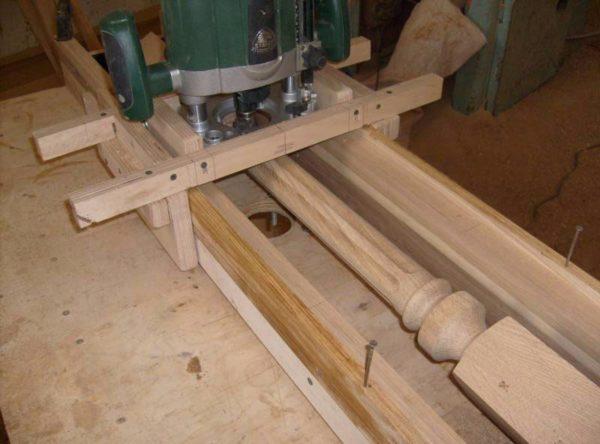 Ручной фрезер позволяет выполнять фигурные балясины