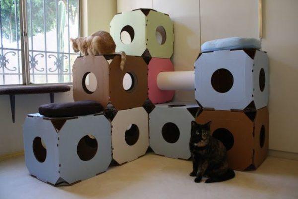 Самодельный кошачий домик должен быть максимально удобным и интересным для вашего питомца