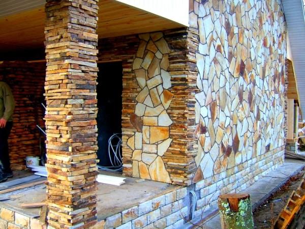 Сделать такой фасад можно только с помощью натурального камня