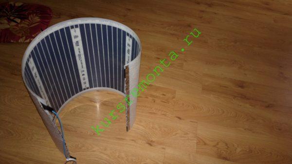 Секция пленочного обогревателя с наклеенным пенофолом предназначена для установки в инфракрасную сауну.