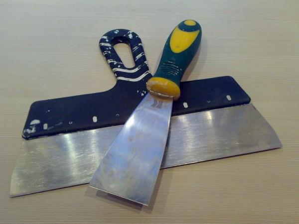 Шпатель – основной инструмент для шпаклевки потолка из гипсокартона