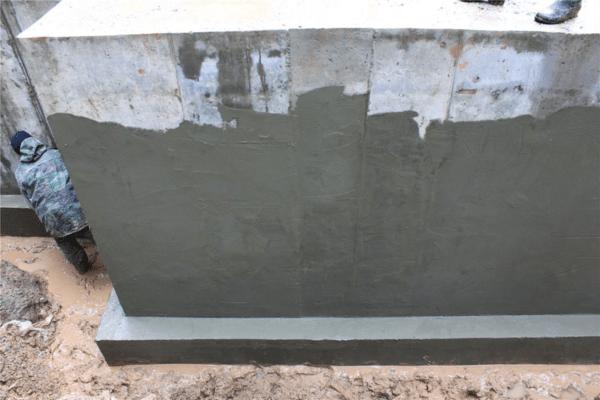 Штукатурная влагоизоляция часто применяется для защиты фундаментов.
