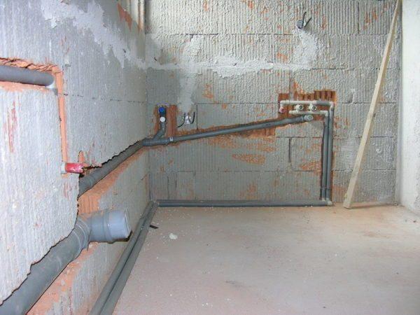 Системы подачи и отведения воды сделайте из пластика и металлопластика.