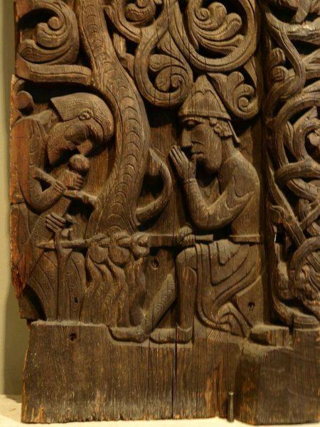 Скандинавская резная доска с сюжетным изображением (раннее средневековье): техника работы почти та же, что и сегодня