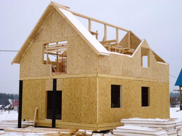 Сооружение дома из SIP панелей — процесс быстрый и не требующий привлечения строительной техники