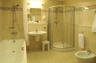 Современная туалетная комната