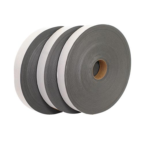 Специальная лента не позволяет вибрациям из бетонных стен передаваться на потолочную конструкцию