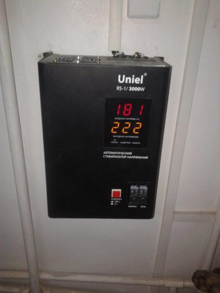 Стабилизатор нужен электронике, чувствительной к входному напряжению — телевизорам, компьютерам, холодильникам и т.д.