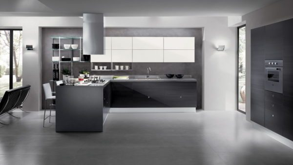 Стеклянные поверхности, белый, черный — часто используются в стиле хай-тек