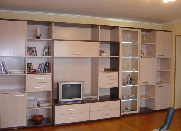 Стенки для гостиной и зала всегда подбираются по размеру помещения