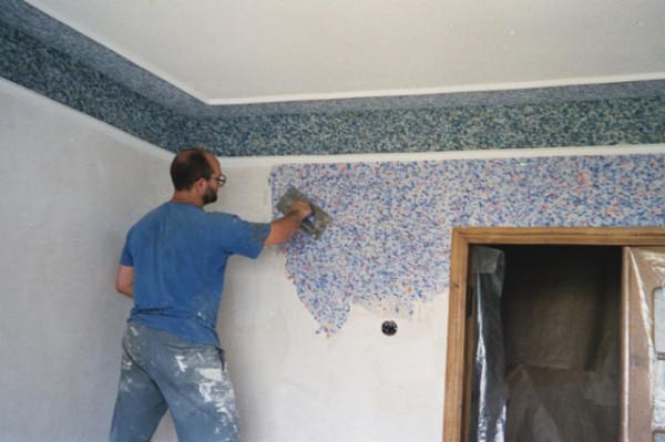Стену нужно отделывать от угла до угла за один раз
