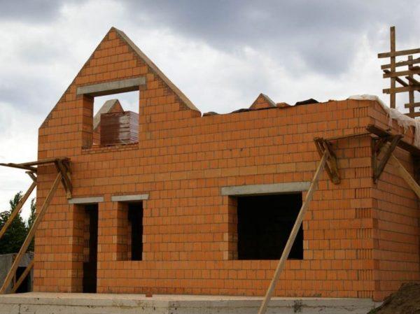 Стены из «теплой керамики» получаются легкими, прочными и хорошо вентилируемыми