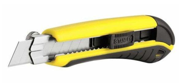Строительный нож позволяет быстро резать разные материалы