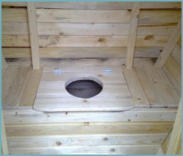 Стульчак с деревянной крышкой