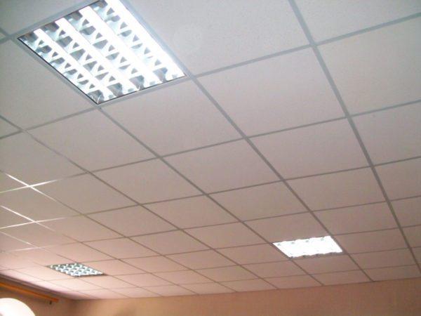 Светильники делают в размер стандартной плиты, что позволяет устанавливать их почти везде