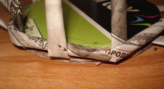 table_pic_att149316966218-e1493169987248 Плетение из газетных трубочек для начинающих пошагово: техника плетения, мастер класс, фото. Плетение корзин, шкатулок, коробок из газет для начинающих: схемы, загибы, фото