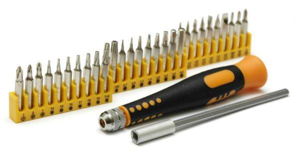 Такой комплект насадок для отвертки поможет выполнить любые электротехнические работы