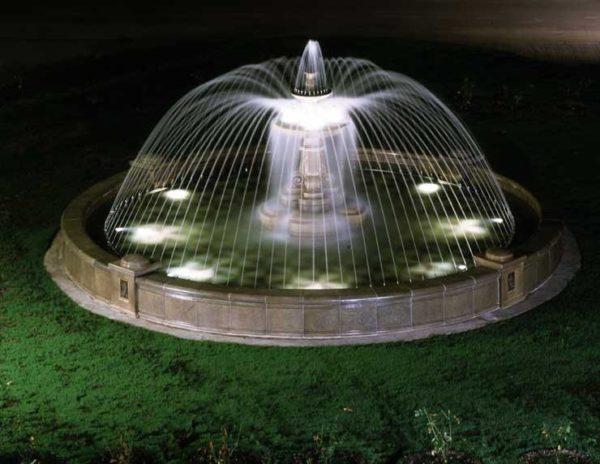 Точечные светильники могут устанавливаться даже под водой— на дно резервуара