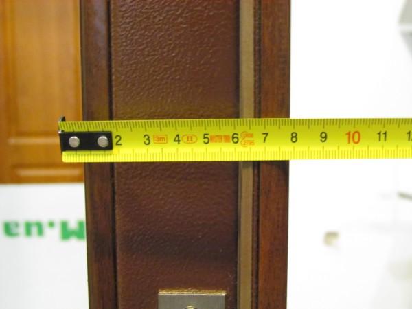 Толщина двери за счёт установки накладок увеличивается