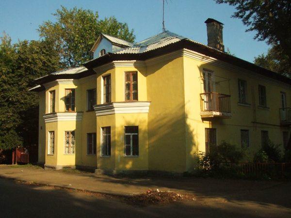 Традиционный послевоенный «немецкий» дом со световыми фонарями