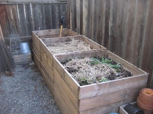 Три секции – отличное решение для компостной ямы