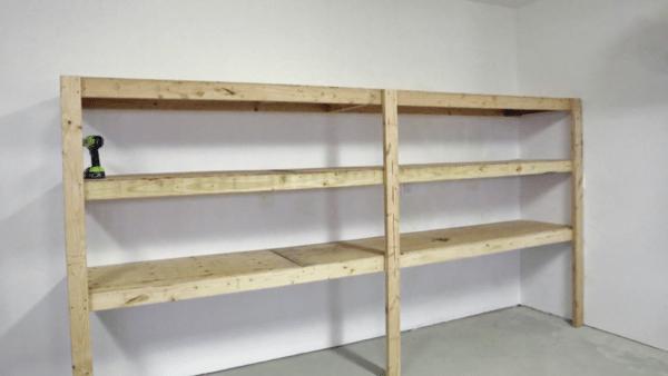 Цена такого стеллажа копеечная и собирается он просто, но эта конструкция будет незаменима в гараже или подвале