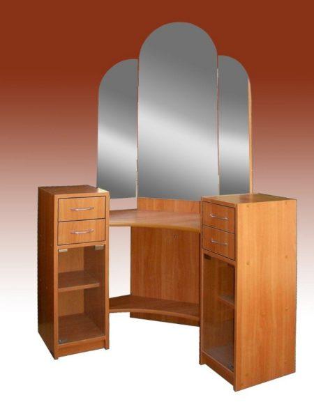 Угловая модель «ВЕА 03» хорошо впишется в небольшую спальню или прихожую