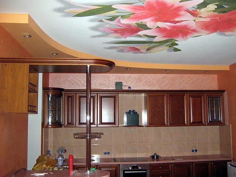 Украсить пленочный потолок можно фотопечатью