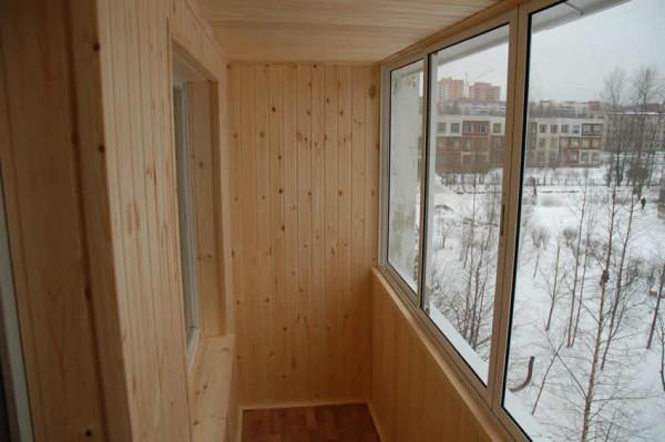 Утепление – это еще один плюс, который обеспечивает отделка балкона вагонкой