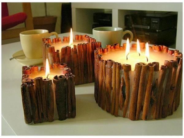 В качестве декора для свечей можно использовать даже палочки корицы