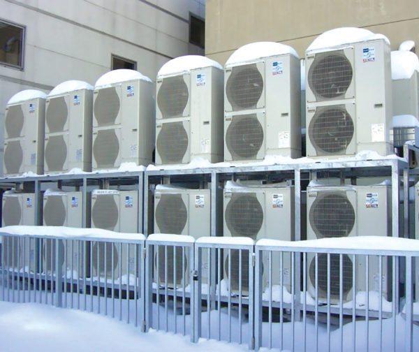 В Крыму с его теплым климатом инверторные кондиционеры используются для обогрева магазинов и торговых центров.