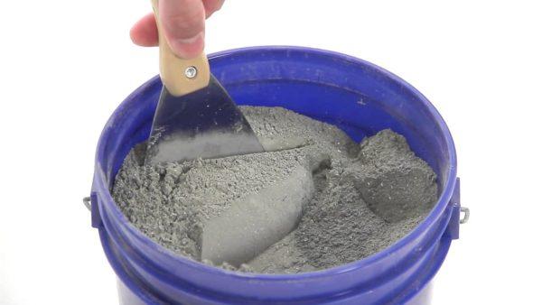 В состав Пенетрона входит цемент и специальные наполнители, которые и обуславливают изоляционные свойства готовой смеси