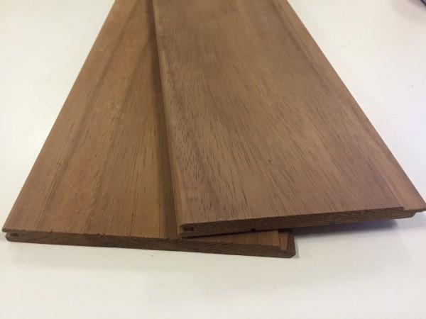 Вагонка из абаша обладает коричневым цветом