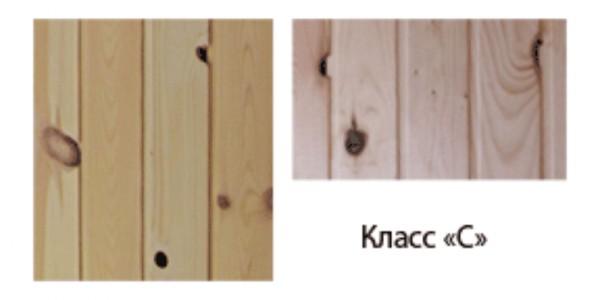 Вагонка, относящаяся к классу С, имеет множество дефектов – здесь помимо сучков присутствует гниль и сквозные трещины
