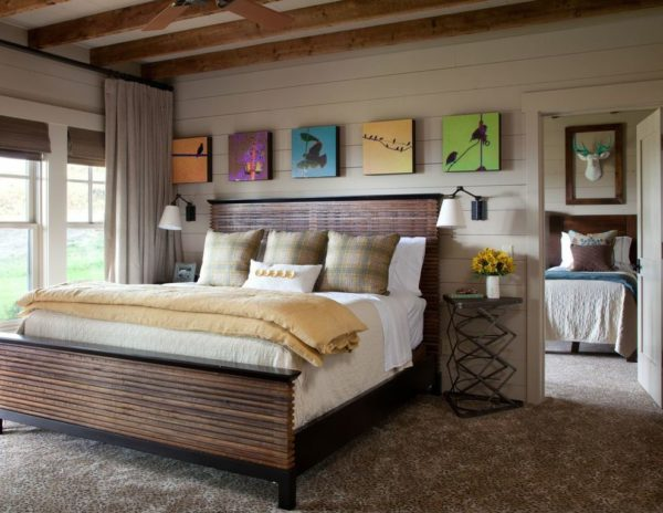 Вариант спальни, в которой кантри удачно соединилось с современными формами