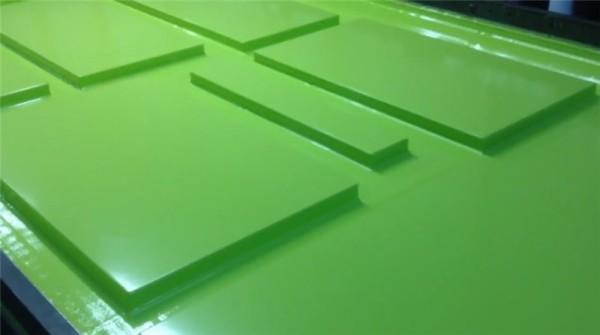 Виниловое покрытие остывает после вакуумной обработки