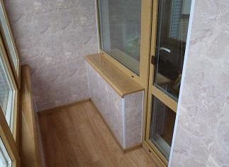 Влагостойкая листовая панель МДФ на внутренних стенах балкона